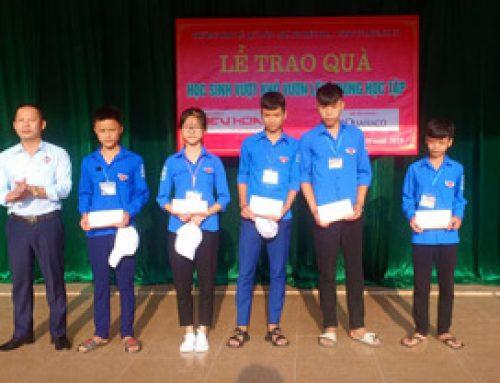 Trao tặng 23 suất quà cho học sinh nghèo vượt khó ở tỉnh Hà Tĩnh